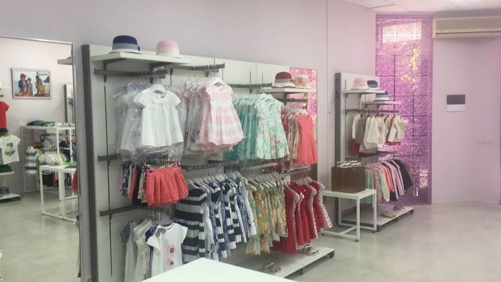 Продается магазин детской одежды в центре - image kids-dress on https://bizneskvartal.ru