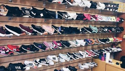 Торговый павильон с обувью