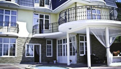 Действующий отель в Дагомысе