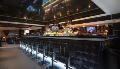 Действующий бар вблизи отеля Фрегат