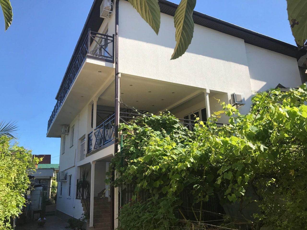 Продаётся гостевой дом у моря 483 м2 - image 1682b07a-c60f-4d34-b77a-ab488cbcd997-min on https://bizneskvartal.ru