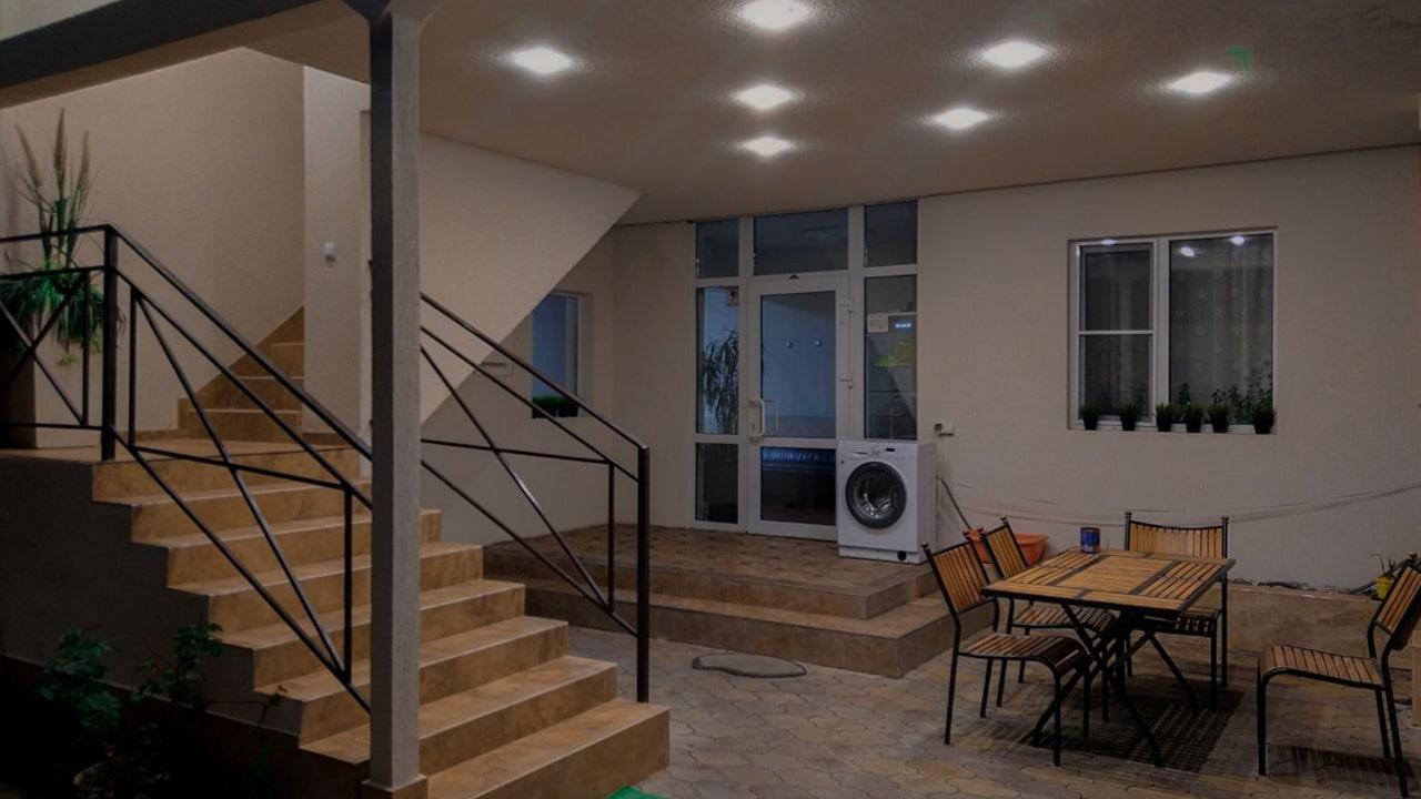 Продаётся гостевой дом у моря 483 м2 - image 503471ee-9d6c-4b57-a1af-eba6f58c9c6a-min on https://bizneskvartal.ru