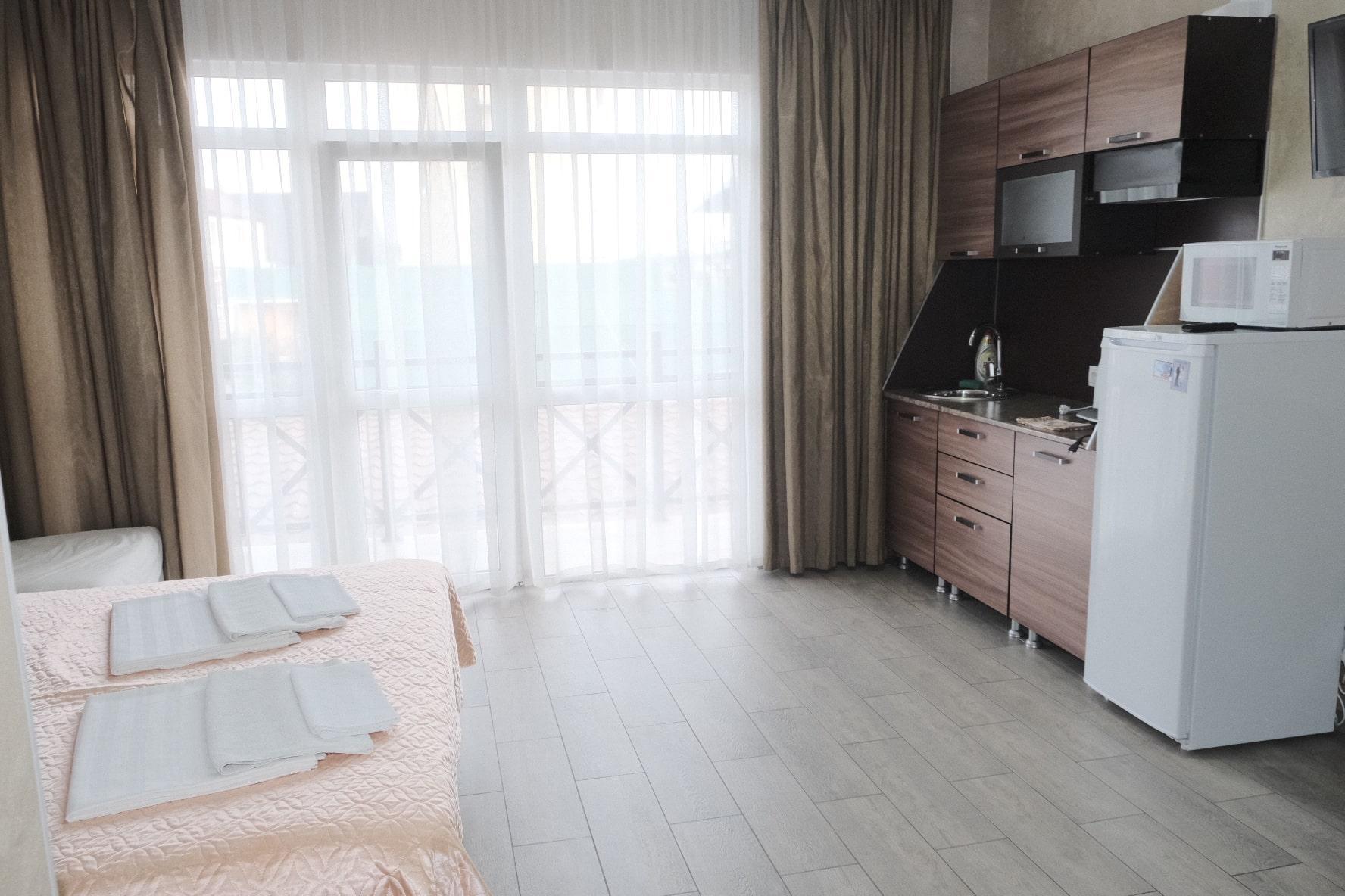 Продаётся гостевой дом у моря 483 м2 - image e2eeaccd-5af6-4951-b24f-f20bf9e98dd5-831-0000007e38895992-min on https://bizneskvartal.ru