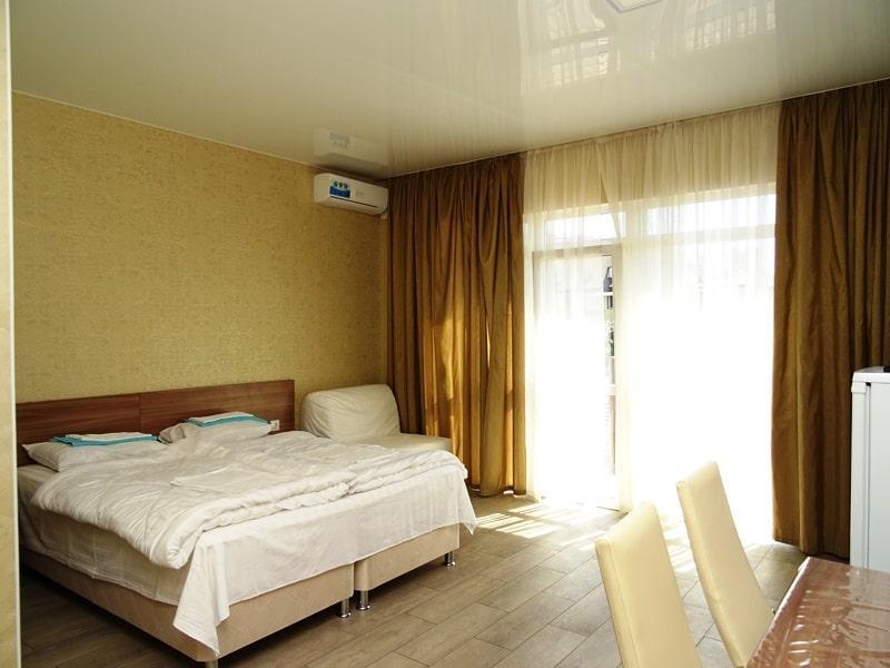 Продаётся гостевой дом у моря 483 м2 - image img_2153-min on https://bizneskvartal.ru