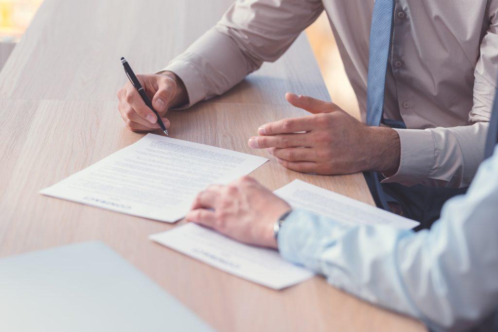 В каких случаях может понадобится юридическое сопровождение сделок и что это дает бизнесу?